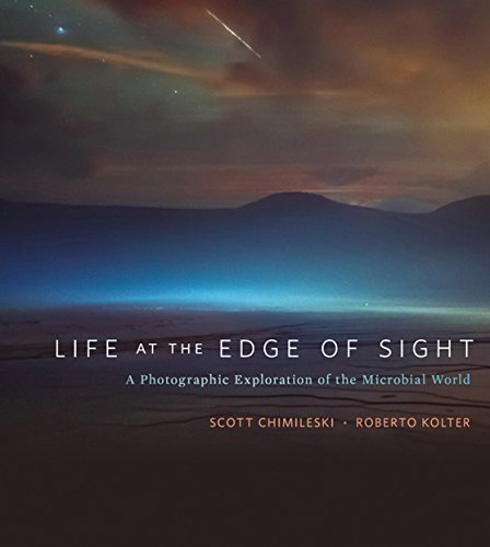 Life at the Edge of Sight: A Photographic Exploration of the Microbial World (English Edition)