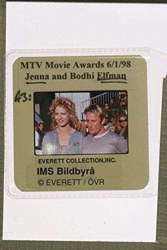 slides-photo-of-jennifer-mary-jenna-elfman-with-bodhi-pine-elfman-at-mtv-movie-awards-1998
