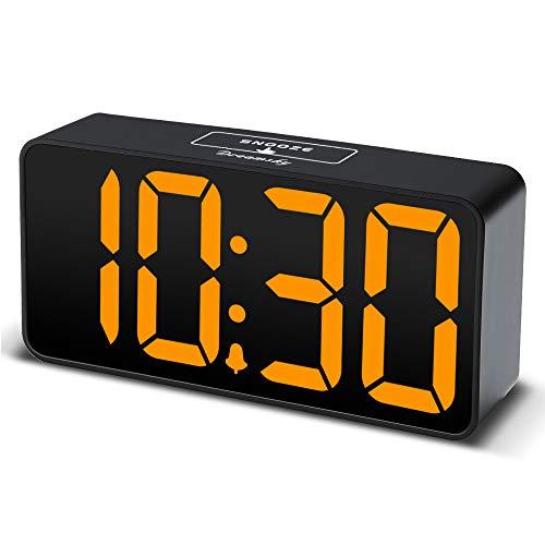 DreamSky LED Digitaler Wecker mit USB-Ladeanschluss, Große Ziffern Display, Lauter Alarm, Helligkeit und Lautstärke Regelbar, Snooze, 12/24HR, Tischuhr Netzbetrieben -