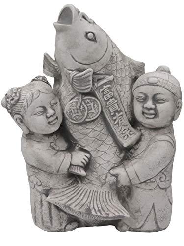 gartendekoparadies.de Lustige japanische Gartenfigur Koi Fisch mit Kinder Steinguss frostfest