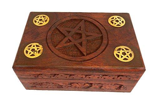 Fünf Pentagramm Holz Kasten mit graviert Pentagramm innerhalb ein Kreis und vier Messing Pentagramm