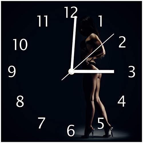 Foto Sexy Beine (Wallario Glas-Uhr Echtglas Wanduhr Motivuhr • in Premium-Qualität • Größe: 30x30cm • Motiv: Sexy Frau im Dunkeln - Schatten, Silhouetten, Muskeln)