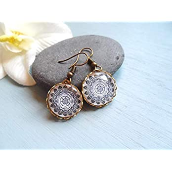 Brass earrings with beautiful mandala pendants and lace edge, antiqued brass, vintage style jewelry, Selma Dreams