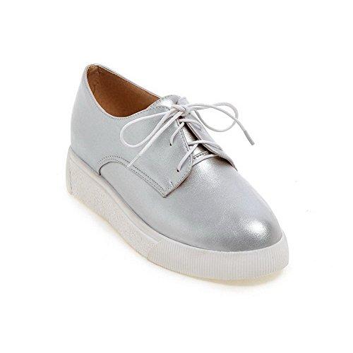 AllhqFashion Damen Pu Niedriger Absatz Rund Schließen Zehe Schnüren Pumps Schuhe Silber
