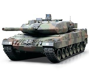 Dickie Toys Tamiya 300056020 - Juego de construcción de maqueta de Tanque Leopard 2A6 teledirigido (Escala: 1:16, 4 Canales, 40 MHz)