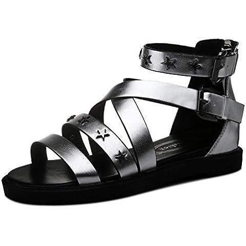 Abrir las sandalias planas de las mujeres de la hebilla del metal y de color de metal con forma de estrella zapatos de plataforma del ligamento cruzado