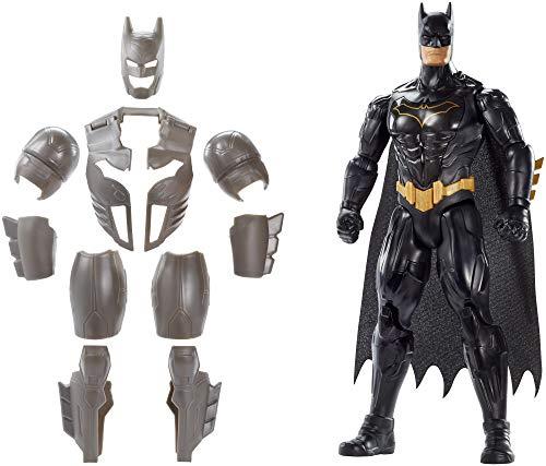 ¡Vuelve el defensor de Gotham! Detallada figura articulada de Batman, el hombre murciélago, con una altura de 30 cm de alto aproximadamente. Incluye una armadura que simula el titanio extraíble, con la que podrá defender a la ciudad de sus enemigos. ...