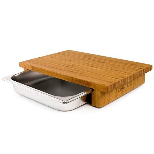 cleenbo® Schneidbrett Classic Bamboo GN, Profi Küchenbrett aus geöltem Bambus, Schneidebrett Holz massiv mit Auffangbehälter, Bambusbrett groß mit Edelstahl Auffangschale, Maße: 43 x 29 x 7,5 cm