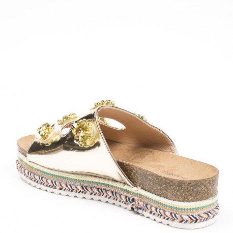 Ideal Shoes - Mules vernies décorées de fleurs Jahela Doree