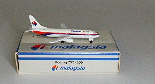 schabak-boeing-737-3h6-malaysia-airlines-im-massstab-1-600