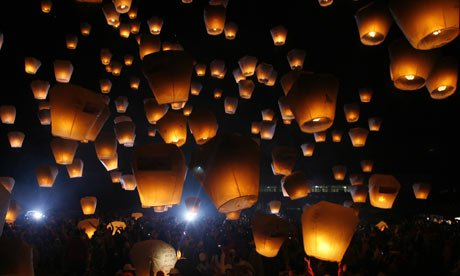 10-pack-of-natural-white-wire-free-traditional-eco-sky-lanterns-great-for-christmas-new-years-eve-we