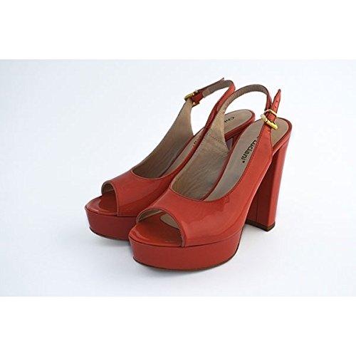 Scarpe sandali, decolte' Chiara Luciani con chiusura con cinturino rosso, sottopiede in pelle, tacco in vernice rosso robusto da 11 cm e plateau in vernice rosso da 3 cm, fondo in gomma con logo.