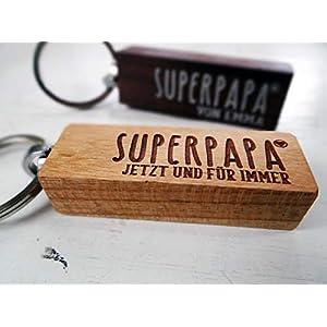 Schlüsselanhänger aus Holz zum Vatertag für den Superpapa oder den besten Papa der Welt, Vatertagsgeschenk, Herrengeschenk, Schlüsselanhänger, Gravur, Wunschtext