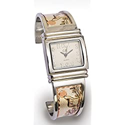 Watch in A Western-Style Stainless Steel with Line engraving Wolf Design