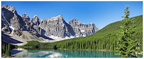 Wallario Glasbild Tiefblauer See mit Bergpanorama und Wäldern - Kanada - 50 x 125 cm in Premium-Qualität: Brillante Farben, freischwebende Optik