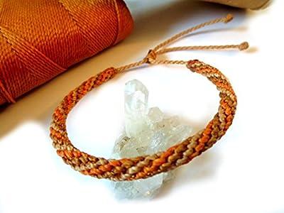 Bracelet brésilien/amitié/unisexe/bijoux en fil Beige/Paille Orange et Camel tissé main en macramé forme ronde semi rigide avec du fil ciré Réf.FPCamOranBeige