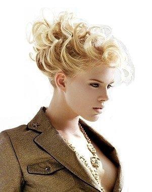 Elastico per capelli rivestito con extension a ciocche ricce per creare chignon alto o biondo chiaro