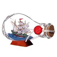 Petit Voilier Dans Une Bouteille Ronde A Voile Blanche  Chaque bouteille est fabriqué en verre et contient un bateau miniature.  Chaque produit est tarifé individuellement.  Notez que lorsque les stocks sont bas ou mal répartis, certains des articles...