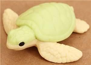 Gomme en forme de tortue de mer verte par Iwako