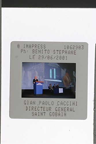 slides-photo-of-gianpaolo-caccini-director-general-saint-gobain-speaking-in-the-rostum