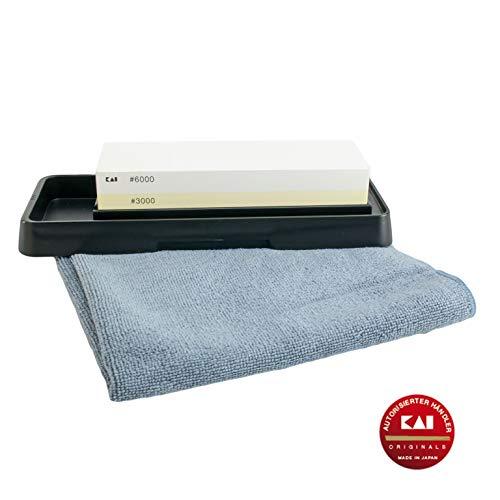 Kai AP-0316 Geschenkset | Wetzstein Messerschärfer | für die perfekte Pflege ihrer Shun Damastmesser | 3000/6000 Körnung | + hochwertigem Poliertuch, 40x40 cm