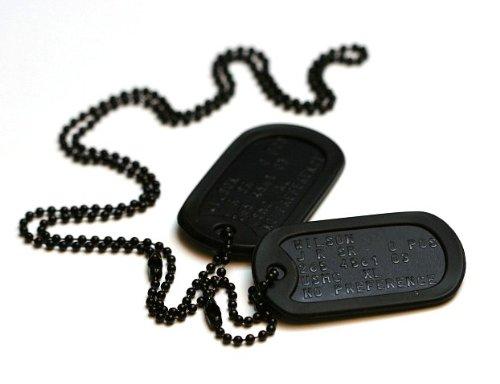 Schwarzen Spezialkräften Erkennungsmarken: 2 personalisierten Erkennungsmarken im Armeestil mit Kugelkette & - Sache Von 2 Dog Kostüm