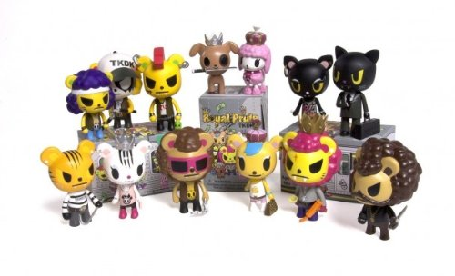 tokidoki-royal-pride-vinyl-trading-figurine-display-of-16