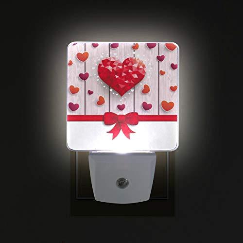 Ahomy - luce notturna a led, per san valentino, a forma di cuori, con nastro rosso, sensore automatico, dal tramonto all'alba, plug in - confezione da 2