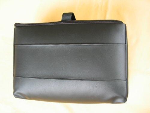 Reise-Matratzenauflage für Flugreisen als Handgepäck aus Viscoschaum mit Tasche aus Kunstleder (schwarz)