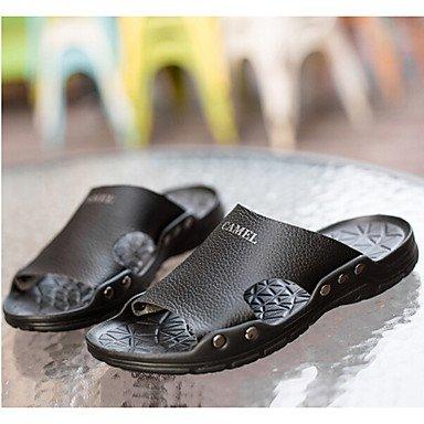 Slippers & amp da uomo;PU comfort casuale di estate piani del tallone nero / sandali Bianco Nero Bianco sandali US7.5 / EU39 / UK6.5 / CN40