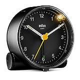 Réveil analogique classique Braun avec fonction snooze et lumière, mouvement à quartz silencieux, bip de l'alarme en crescendo, en noir, modèleBC01B.
