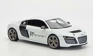 Audi R8 e-tron concept, metallic-weiss/Carbon, voiture miniature, Miniature déjà montée, Look Smart 1:43