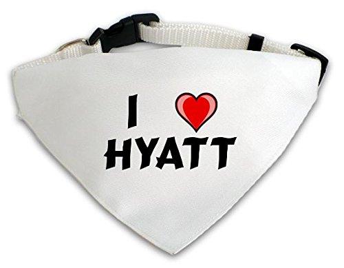 personalisierter-weisser-hundschal-mit-aufschrift-ich-liebe-hyatt-vorname-zuname-spitzname