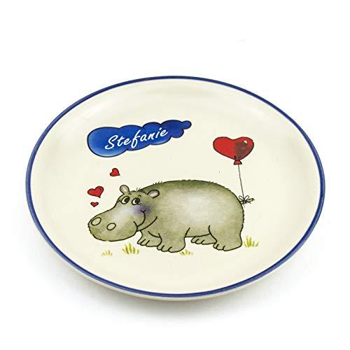 Teller mit Namen flach D 19cm Kinderteller aus Keramik Kindergeschirr mit Wunschbeschriftung (Nilpferd)