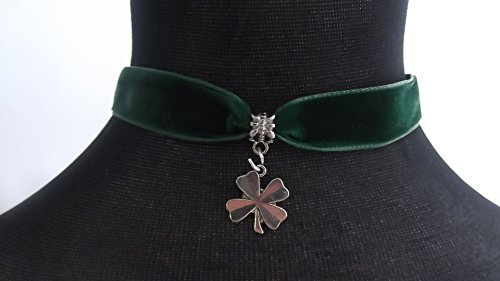gothic-green-velvet-16mm-choker-with-a-15mm-lucky-four-leaf-clover-charm