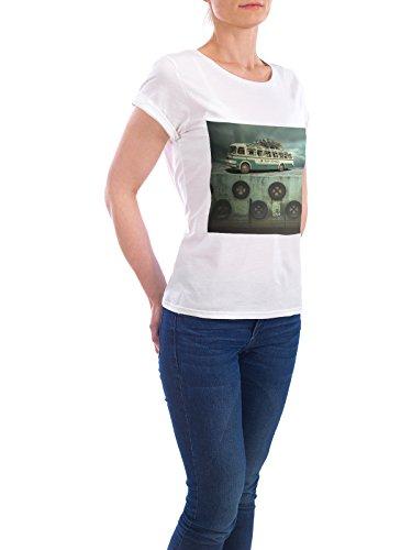 """Design T-Shirt Frauen Earth Positive """"Surfing school trip"""" - stylisches Shirt Automobile Abstrakt Reise von Surreal World Weiß"""