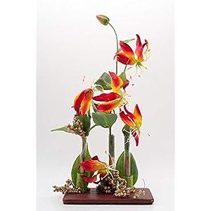 Modernes Tischgesteck mit Gloriosa,Reagenzgläsern+Holzbrettchen-Tischdeko mit künstl.Blumen
