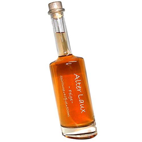 Laux Alter Feige -500ml- 40% Obstspirituose im Haselnuss   in einer formschönen schrägen Flasche   mit Hand beschrieben