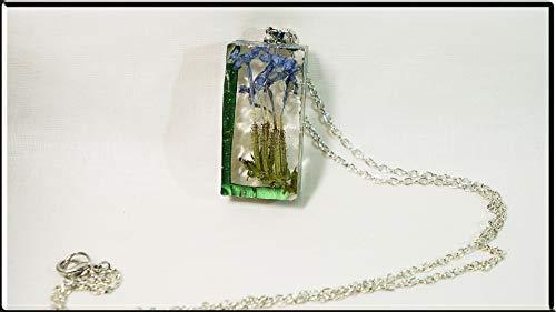 Handgefertigte Halskette mit Silberkette und Harzanhänger mit echter Rosemary-Blume. Sie ist ein gutes Omen -