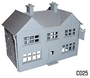 Dapol Model Railway Country Inn Plastic Kit - OO Scale 1/76