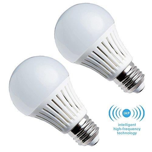 Elrigs LED Lampe mit Bewegungsmelder, E27, 5W ersetzt 40W, Hochfrequenz-Sensor, 5-8 m Reichweite, Warmweiß (3000 Kelvin), Doppelpack