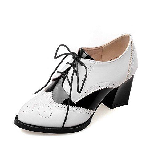 AllhqFashion Damen Lackleder Schnüren Spitz Zehe Hoher Absatz Pumps Schuhe Weiß