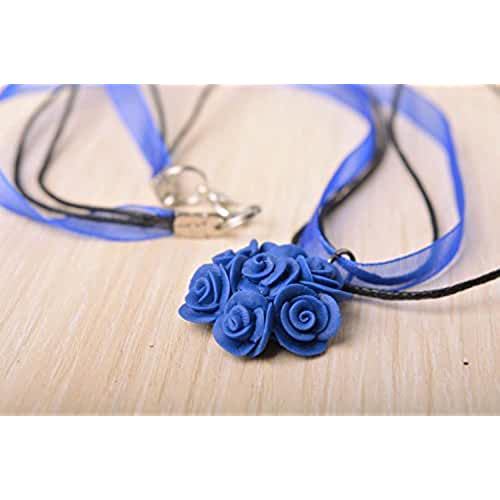 figuras kawaii porcelana fria Colgante de porcelana fria en cinta y cordon hecho a mano azul floral