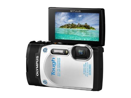 Olympus TG-850 Digitalkamera (16 Megapixel CMOS Sensor, 5-fach opt. Zoom, klappbares 7,6 cm (3 Zoll) LCD-Display, Full HD, wasserdicht bis 10m) mit 21mm Weitwinkelobjektiv weiß