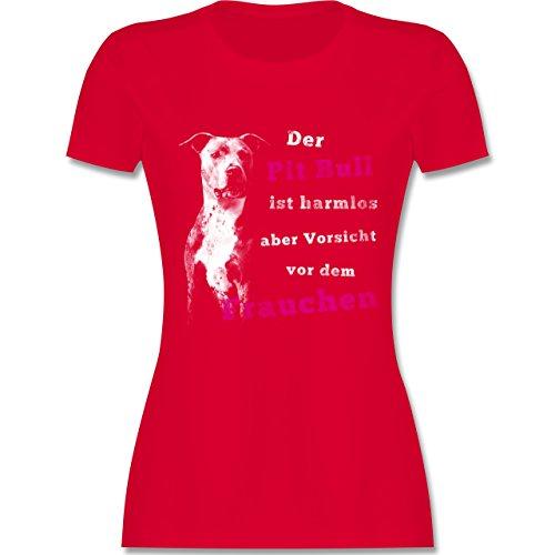 Hunde - Der Pit Bull ist harmlos aber Vorsicht vor dem Frauchen - tailliertes Premium T-Shirt mit Rundhalsausschnitt für Damen Rot