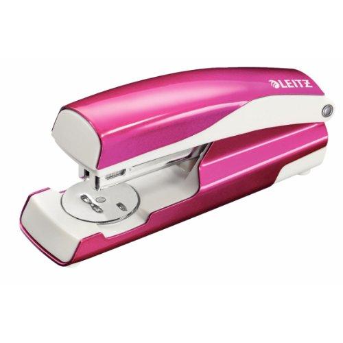 Leitz 55021023 Heftgerät (30 Blatt, Metall mit Kunststoffelementen, Inkl. Heftklammern, Wow) pink metallic
