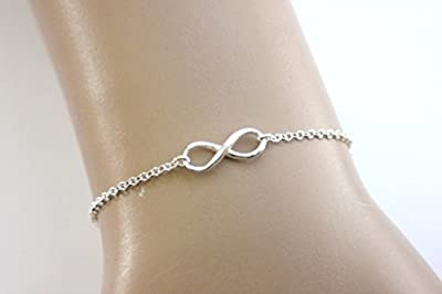 Bracelet Infini en argent massif de style minimaliste