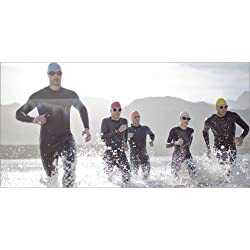 Forex 80 x 40 cm: Triathletes in wetsuits running in waves de Paul Bradbury / Fotofinder.com
