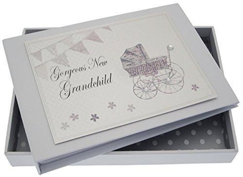White Cotton Cards New Enkelkind Tiny Album (Silber Kinderwagen und Wimpelkette)