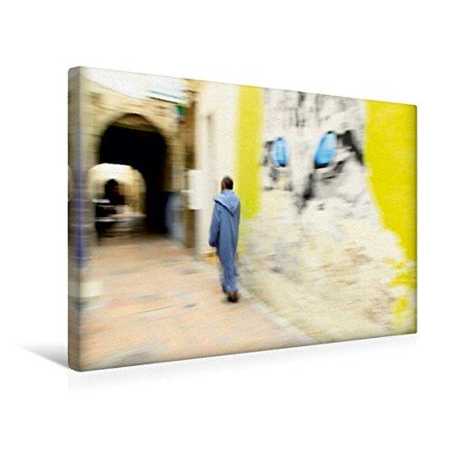 Calvendo Premium Textil-Leinwand 45 cm x 30 cm Quer, Essaouira   Wandbild, Bild auf Keilrahmen, Fertigbild auf Echter Leinwand, Leinwanddruck: Mann in Tracht Gassen von Essaouira, Marokko Orte ()